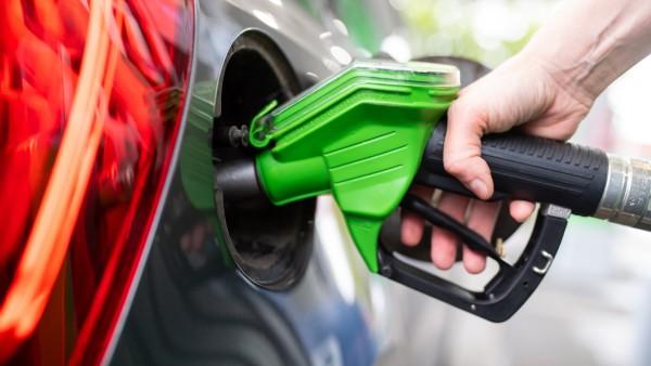 Ölpreise steigen und ziehen Benzin und Diesel mit nach oben