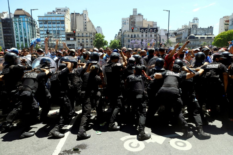 Clashes during the wake of soccer legend Diego Maradona, in Buenos Aires