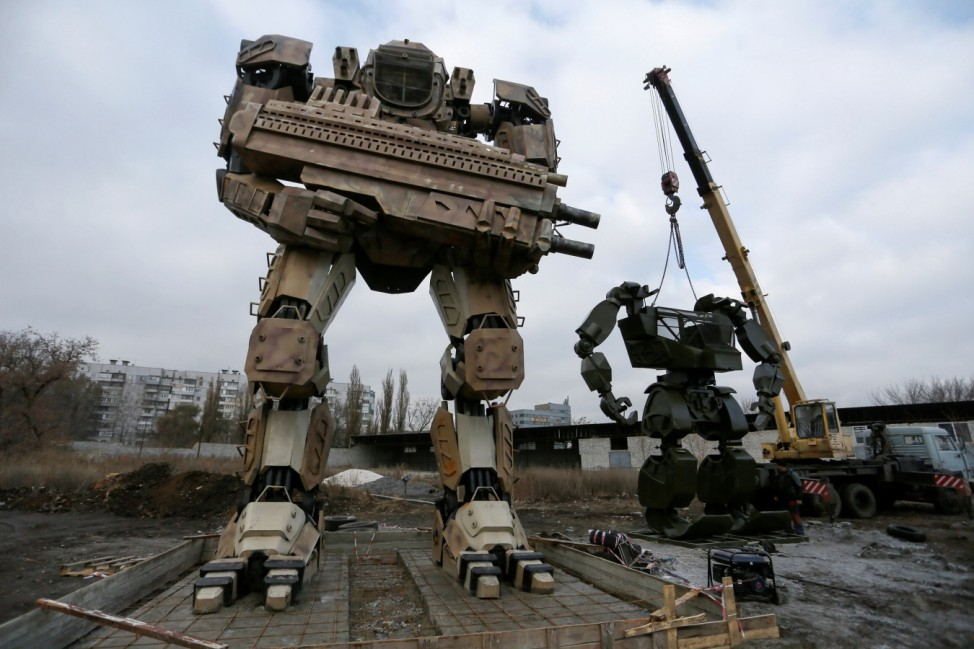 Enthusiasts install a robot made of car components in Donetsk