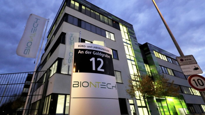 BIONTECH ZENTRALE in Mainz COVID 19 BIONTECH PFIZER SARS-CoV-2 VACCINE Impfung- Impfstoff 20.11.2020 in Mainz *** BIONT