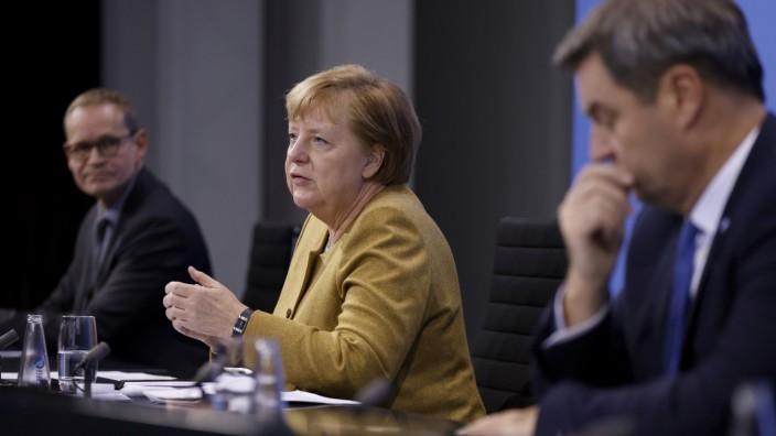 Pandemie in Deutschland: Berlins Regierender Bürgermeister Müller, Kanzlerin Merkel und Bayerns Ministerpräsident Söder stellen im Kanzleramt die Corona-Regeln für Weihnachten vor.