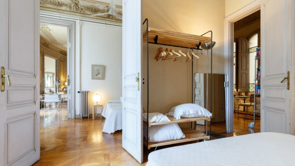 Forget checking into a hotel when you eventually book your next getaway, a stunning Spanish apartment that appears in Ki