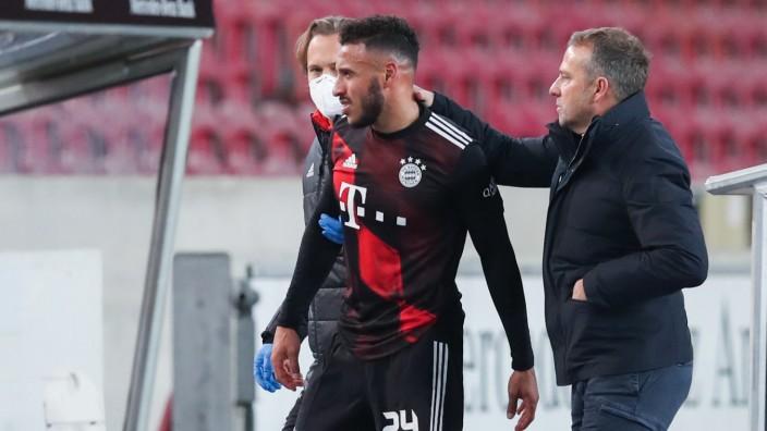 FC Bayern München: Hansi Flick und Corentin Tolisso beim Spiel gegen den VfB Stuttgart