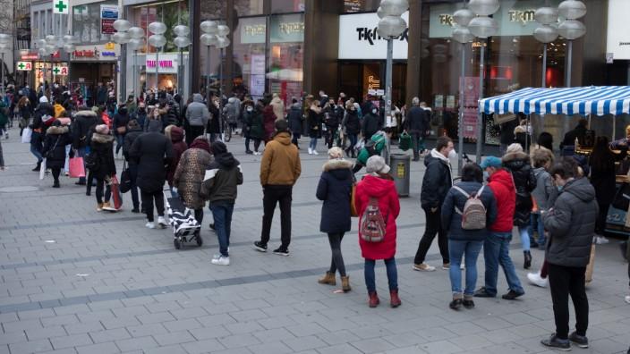 Einkaufen trotz Corona im Advent in der Fußgängerzone