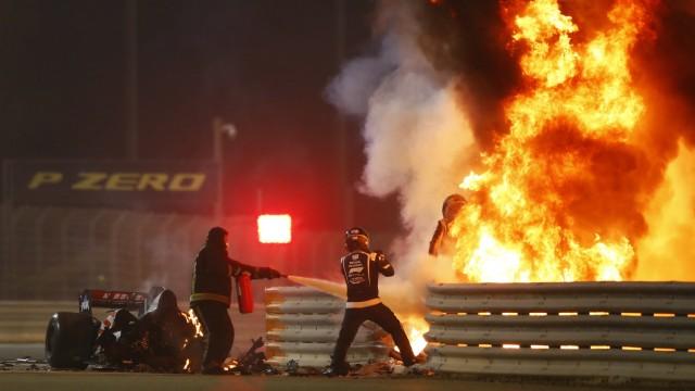 2020 Bahrain GP BAHRAIN INTERNATIONAL CIRCUIT, BAHRAIN - NOVEMBER 29: Romain Grosjean, Haas F1, emerges from flames aft