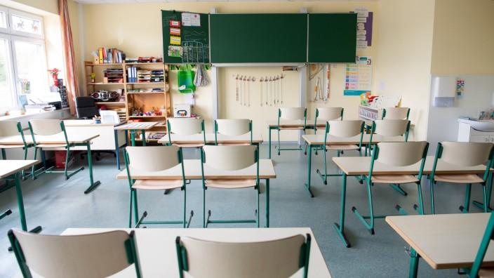Schule: Leerer Klassenraum einer Grundschule in Niedersachsen