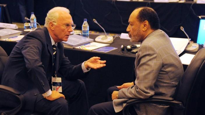 Franz Beckenbauer und Mohamed Bin Hammam auf dem FIFA-Kongress 2009