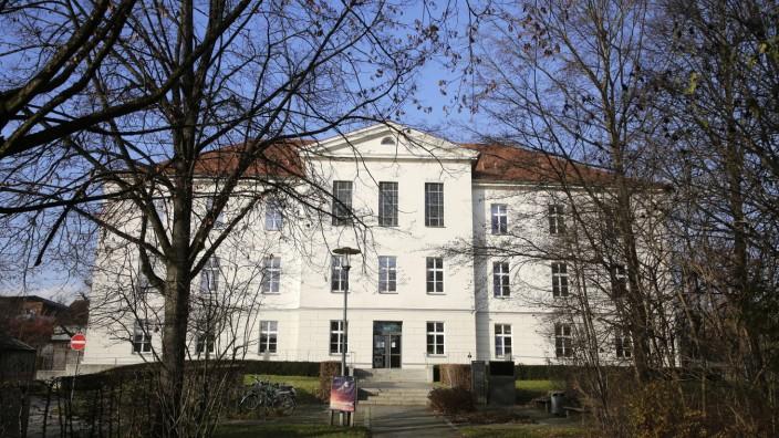 Landkreis Freising: Nichts geht mehr an der Freisinger Volkshochschule. Unterricht ist derzeit wieder nur online möglich.
