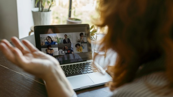 Woman using laptop while talking on video call at home model released Symbolfoto property released VABF03578 Homeoffice Videokonferenz