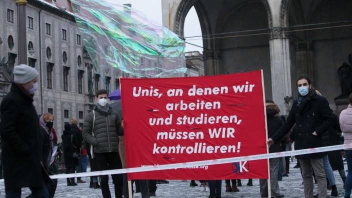 In München (Foto) und Nürnberg haben mehrere Hundert Menschen ihrem Unmut über die Pläne der Staatsregierung Luft gemacht.