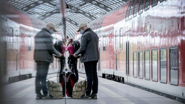 Bahn-Betreiber:Maskenpflicht in Zügen überwiegend akzeptier