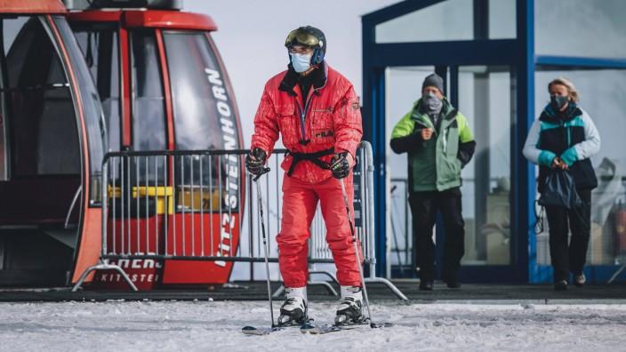 THEMENBILD - am Skigebiet Kitzsteinhorn , aufgenommen am 21. Oktober 2020 in Kaprun, Oesterreich // , Kaprun, Austria on