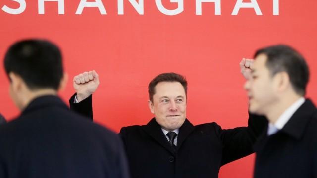 (190203) -- BEIJING, Feb. 3, 2019 (Xinhua) -- Tesla CEO Elon Musk (C) attends the groundbreaking ceremony of Tesla Shan