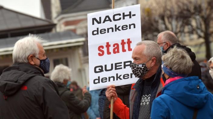 """Demonstration ´Querdenken"""" - Aurich - Gegendemo"""