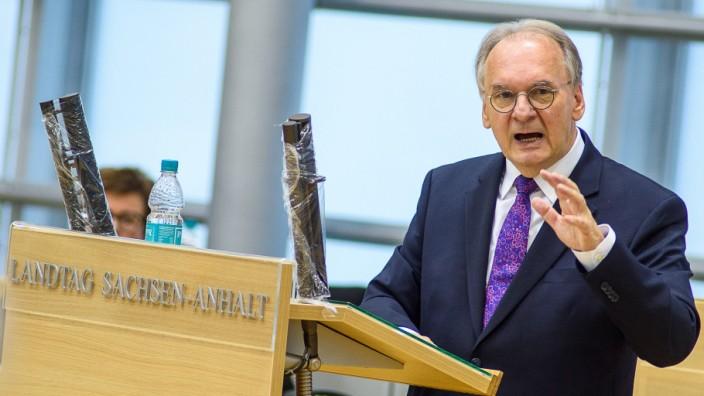 Sachsen-Anhalt: Ministerpräsident Reiner Haseloff (CDU) spricht im Landtag