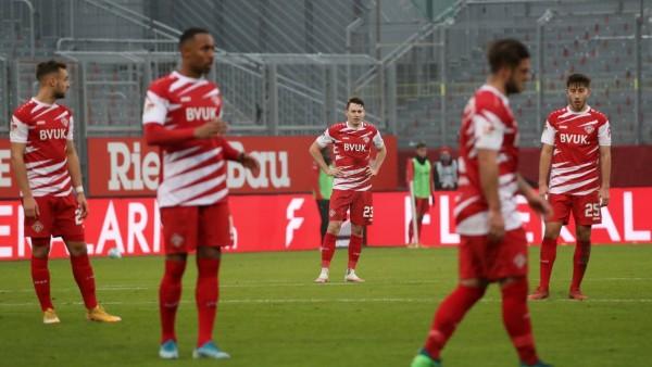 v.li.: David Kopacz (FC Würzburger Kickers), Saliou Sane (FC Würzburger Kickers), Florian Flecker (FC Würzburger Kicker