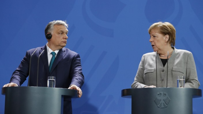 EU: Angela Merkel und Viktor Orban bei einer Pressekonferenz 2020 in Berlin