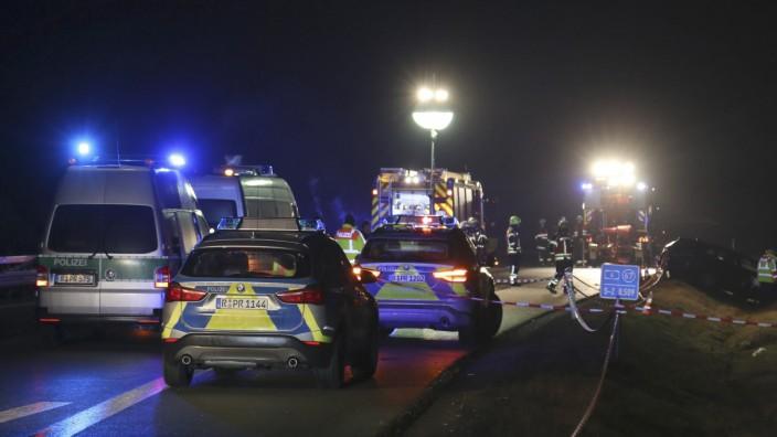 Auto fährt in Unfallstelle - zwei Polizisten schwer verletzt