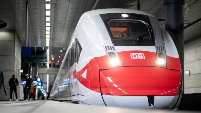 Aktionstag der Deutschen Bahn zur Maskenpflicht: ICE mit Maske