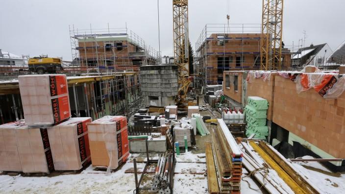 Freising will an moderatem Wachstum festhalten: Die Wohnungsnot in Freising ist langfristig nur zu lindern, wenn gebaut und nachverdichtet wird, wie hier an der Haindlfinger Straße. Der Stadtrat fordert dabei aber ein gewisses Augenmaß.