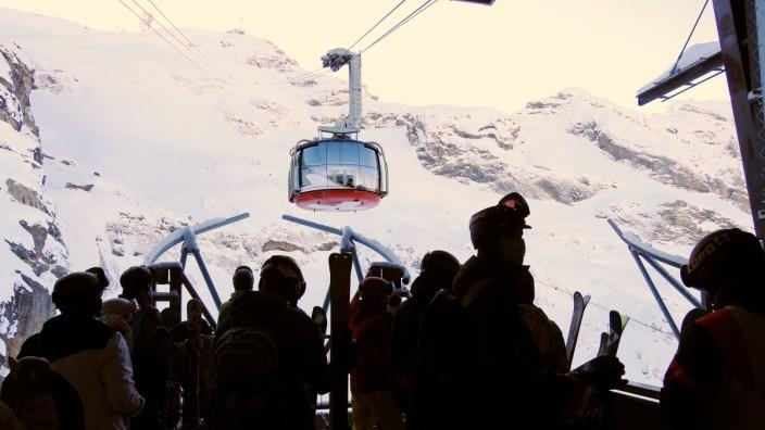Foto Manuel Geisser 10.12.2020 Wintertourismus Schweiz Tourismus. Corona Covit-19 Corona-Krise.Bild : Titlis Rotair-ers