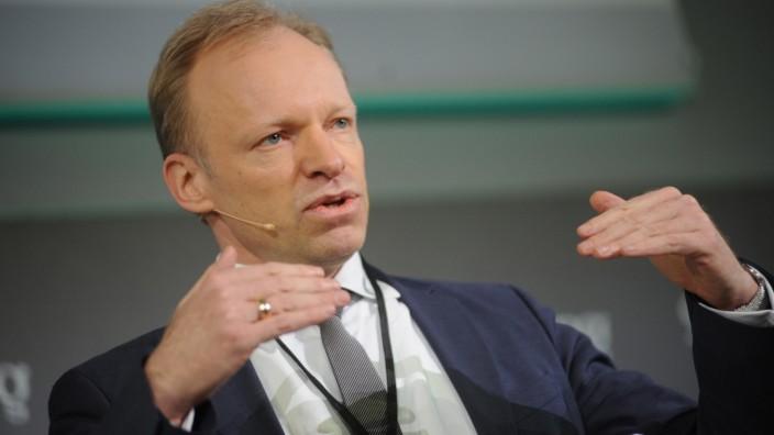 """Ifo-Chef Clemens Fuest beim """"Süddeutsche Zeitung Wirtschaftsgipfel"""" in Berlin, 2017"""