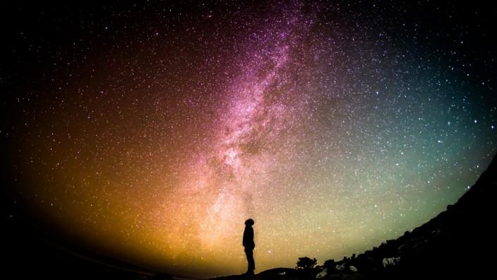 Die ersten Sterne im Kosmos entstanden früher als bisher gedacht; Sterne