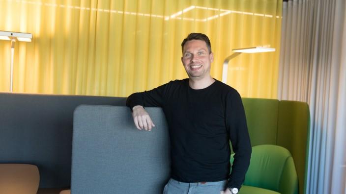 Arne Drewes, CEO des Möbelvermietungsunternehmens Furnable, Tochter von Designfunktion, die im November gegründet wurde, und für Vermietung von Büromöbeln zuständig ist. Mittenheimer Straße 64, Oberschleißheim.