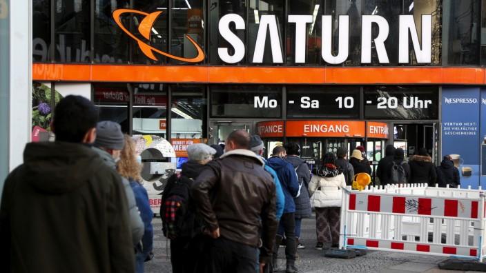 Christmas Shopping Ahead of New German National Lockdown