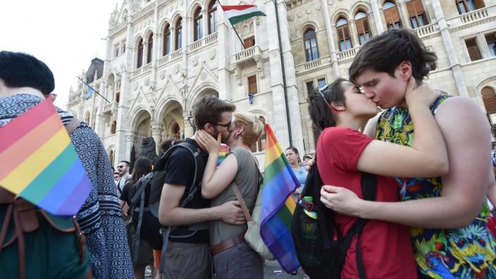 HUNGARY-GAY-PRIDE  ATTILA KISBENEDEK  /  AFP
