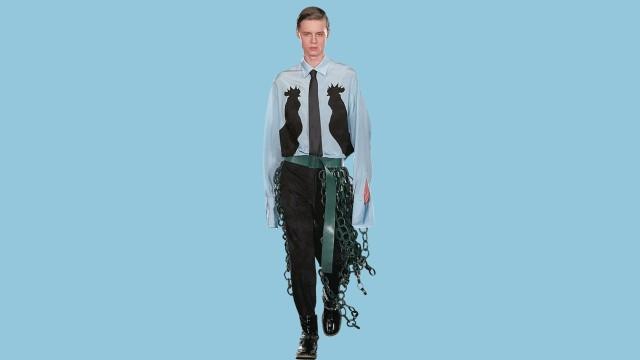 Mode-Kolumne: Hängen lassen: Hemd, Gürtel und Krawatte sind bei Loewe jetzt mal länger.