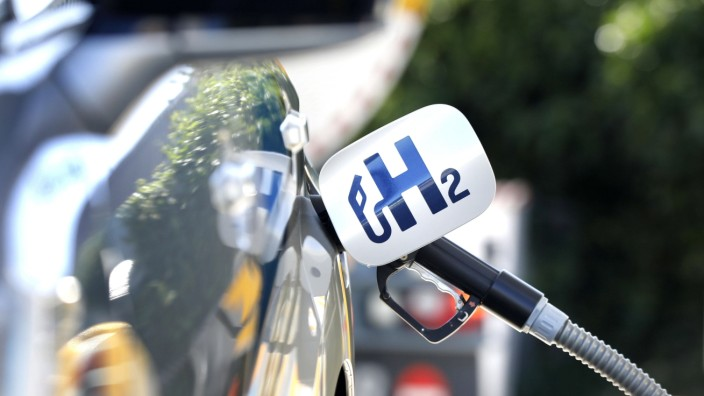 Wasserstoff Tankstelle Berlin, DEU, 23.06.2020 - Betankung eines Toyota Mirai an einer Wasserstoff Tankstelle der Shell