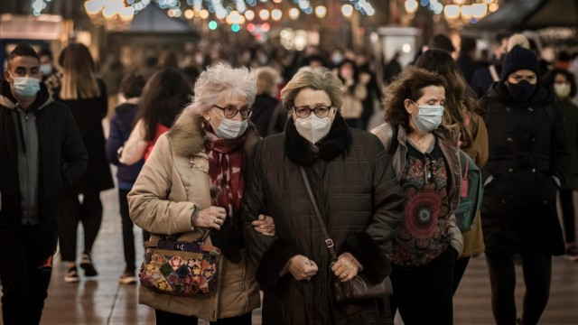December 5, 2020, Barcelona, Catalonia, Spain: On this Saturday afternoon, Barcelonans wearing face masks to prevent th