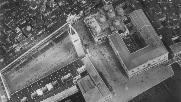 Markusplatz in Venedig, 1927