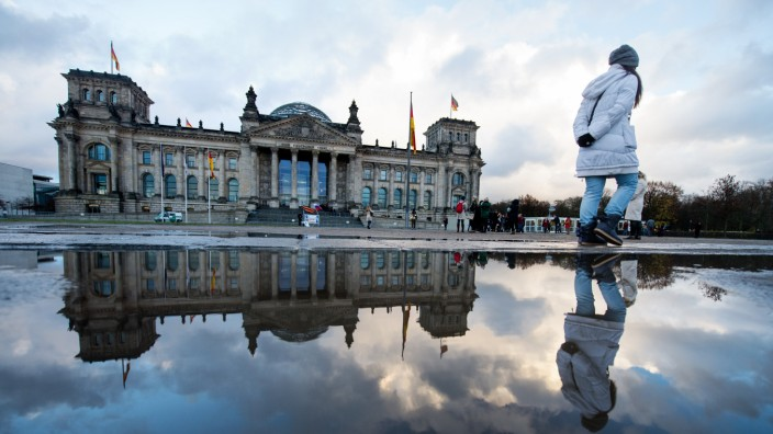 Pfütze vor dem Reichstag