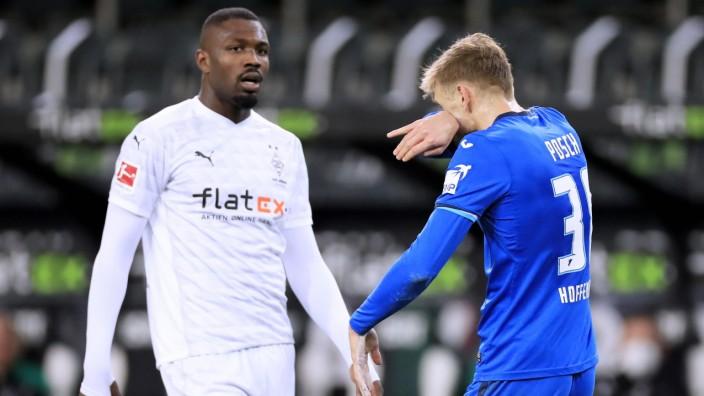 THURAM Marcus Team Borussia Moenchengladbach spuckt dem Hoffenheimer POSCH Stefan ins Gesicht DFL Fussball Liga Saison