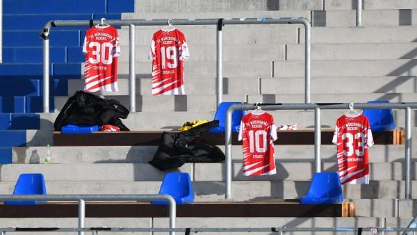 19.12.2020, xfux, Fussball 2.Bundesliga, SV Darmstadt 98 - Wuerzburger Kickers, emonline, emspor, v.l. Ersatz mit Triko