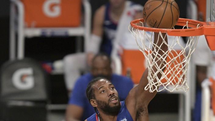 Los Angeles Clippers: Ende des Vorgeplänkels: Wenn morgen die NBA-Saison mit dem Derby gegen die L.A. Lakers beginnt, muss Kawhi Leonard, der bekannteste Punktelieferant der Los Angeles Clippers mit deutlich mehr Gegenwehr rechnen.