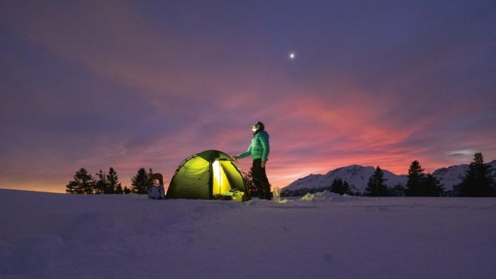 Zelten im Winter Camping Schnee