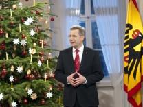 Weihnachtsansprachen: Zehn Männer im Kerzenschein