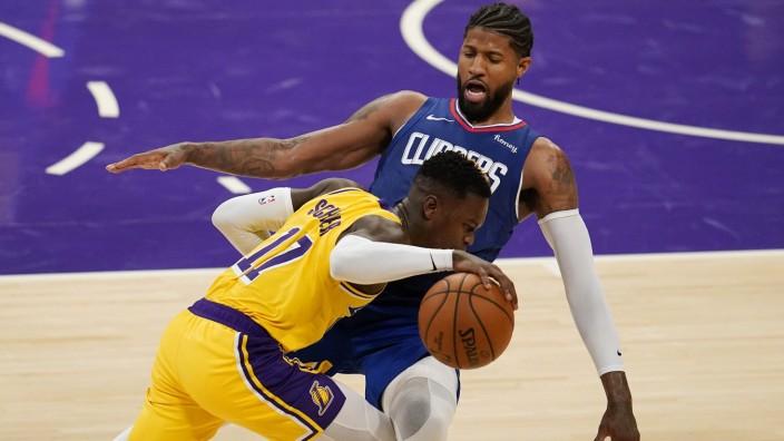 Los Angeles Lakers: Erstes Spiel für die Lakers: Dennis Schröder (am Ball).
