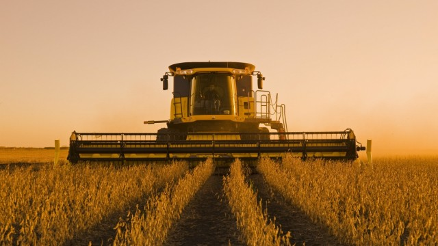Soybean harvest, near Lorette, Manitoba, Canada PUBLICATIONxINxGERxSUIxAUTxHUNxONLY acp46139
