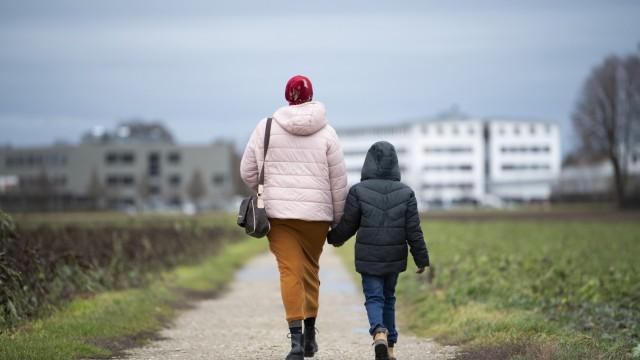 Amira Ali Mohamed mit ihrem Sohn Anwar