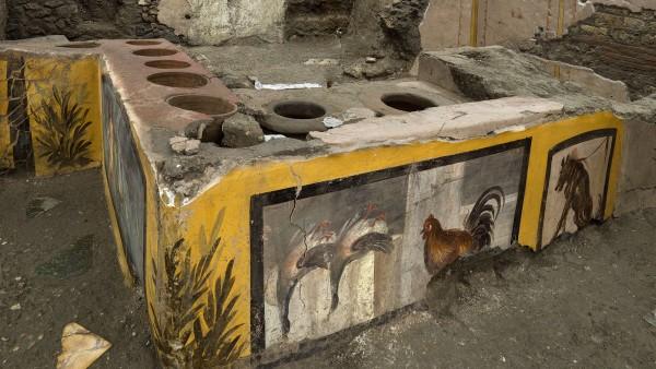 """Forscher graben antike ´Snackbar"""" in Pompeji aus"""