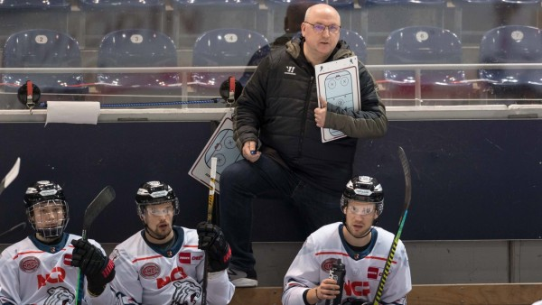 Eishockey, DEL, 28.12.2020, EHC Red Bull München - Nürnberg Ice Tigers Im Bild Trainer der Nürnberg Ice Tigers Frank FI