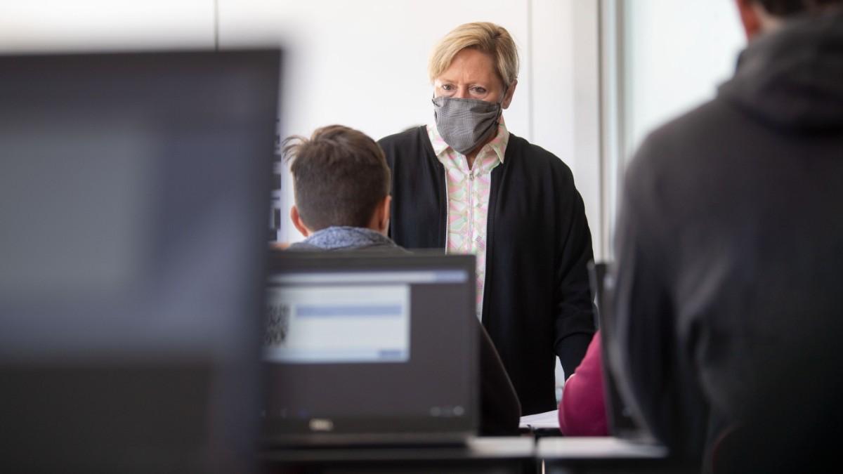 Coronavirus Streit Um Offene Schulen In Baden Wurttemberg Bildung Sz De
