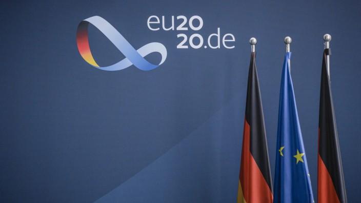 Pressewand zur deutsche EU-Ratspraesidentschaft 2020 der Bundesregierung im Bundeskanzleramt in Berlin. 01.07.2020. Berl