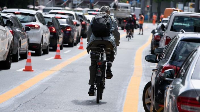 Eröffnung Pop-up-BikeLane in der Elisenstraße durch Dieter Reiter ; Popup