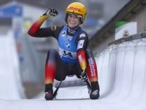 Rennrodel Weltcup / BMW Sprint-Weltcup; Winterberg, 20.12.2020 Freude ueber Platz 2 im Damen-Sprint: Natalie Geisenberg