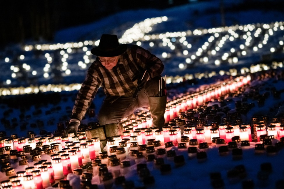 Local Woman Commemorates Covid Victims With Candles Project